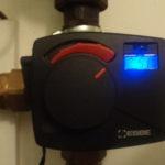 Elektronický automatický termostat ovládaný z pinpogárny.